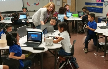 Picture of students working with Chromebooks.